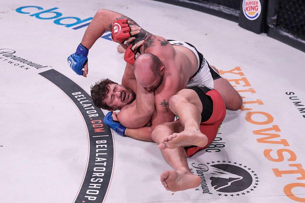 VIDEO - Timothy Johnson bat Matt Mitrione par TKO au round 1