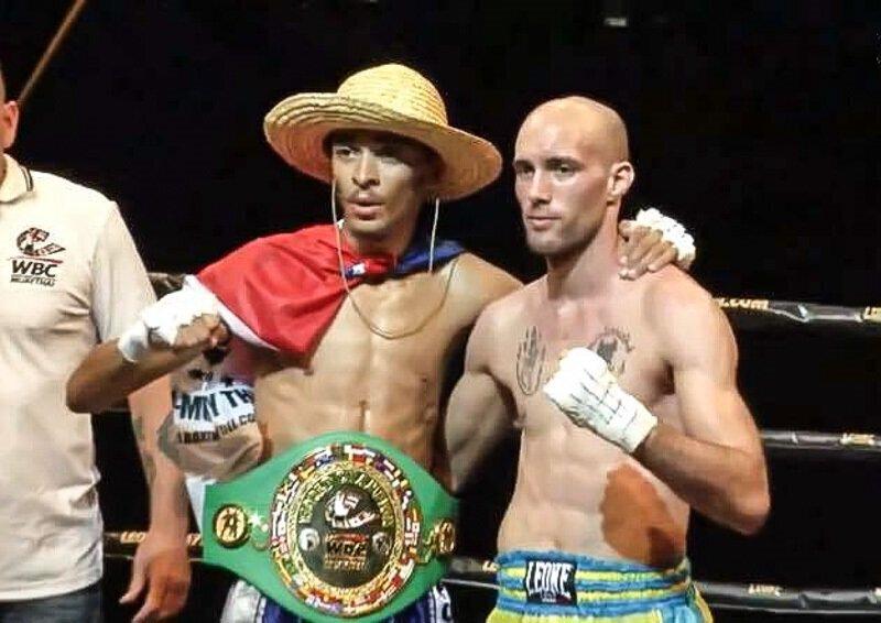 VIDEO - Daren ROLLAND signe un KO Magistral et devient champion du Monde WBC