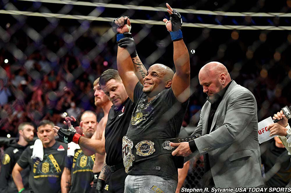 UFC 226 Résultats - Daniel CORMIER met KO Stipe MIOCIC et devient champion dans deux divisions - VIDEO