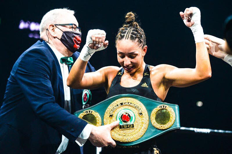 Boxe - Estelle Mossely conserve sa ceinture IBO